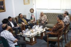 Rektor UNAS saat menyambut tamu