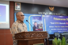 Rektor Universitas Nasional (Dr.Drs. El Amry Bermawi Putera, M.A)