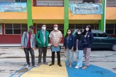 Richard Laurent (dua dari kiri) dan kelompoknya saat foto bersama Kepala Sekolah SDS St. Maria Imaculata, Jakarta Timur dalam program Kampus Mengajar Angkatan 1 Tahun 2021 yang diselenggarakan oleh pemerintah dari tanggal 22 Maret - 25 Juni 2021