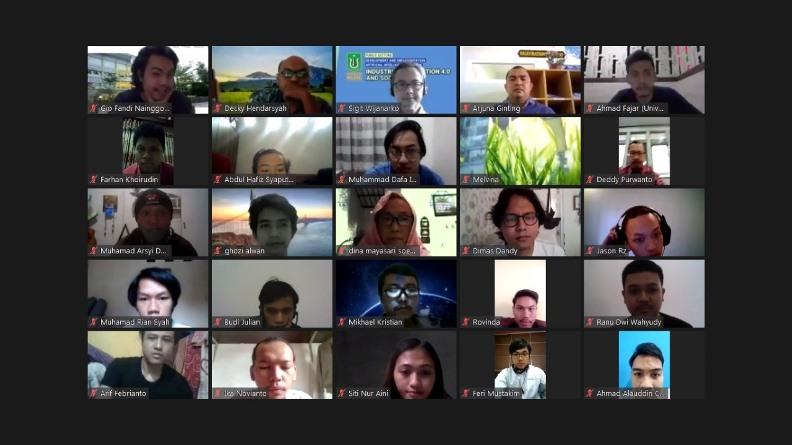 Para peserta yang turut serta dalam webinar (2)