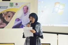 sambutan dari panitia, dalam acara Public Lecture Evolutions Bite: Using Teeth To, Dra. Dwi Andayaningsih, MM, MSi, di Jakarta, (18/3).