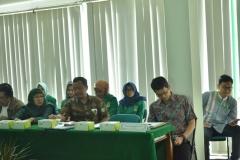 dosen dan mahasiswa serta karyawan yang hadir