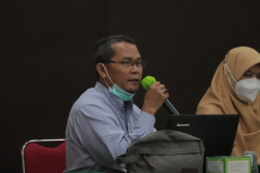 Kepala UPT Wirausaha Mandiri Drs. Suadi Sapta Putra, M.Si.M. saat rapat dosen pengampu mata kuliah kewirausahaan pada Senin, 15 Maret 2021 di Auditorium Blok 1 lantai 4 Universitas Nasional