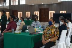 Para perwakilan program studi sedang mengikuti rapat pleno Kurikulum MBKM
