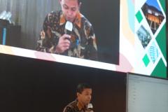 Pembukaan kegiatan oleh MC di Auditorium Cyber Library Unas