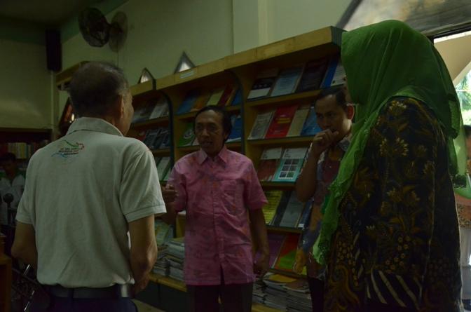 proses penilaian akreditasi oleh asesor di perpustakaan