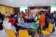 dosen dan alumni sastra unas berfoto bersama dalam acara reuni sastra unas 2017