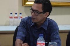 Pak Tatang dari Magister Biologi UNAS sedang memberikan sambutannya dalam Roadshow di Republika