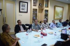diskusi politik yang dilakukan oleh para tamu unndangan di Republika