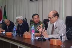 Kesultanan Sumbawa Sultan Muhammad Kaharudin IV (Kanan) bersama dengan Narasumber (Kiri)saat Menanggapi Tentang Naskah Akademik