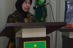 Wakil Rektor aBidang Penelitian dan Pengabdian pada Masyarakat (Prof. Dr. Ernawati Sinaga, M.S., Apt.) saat membuka acara diskusi