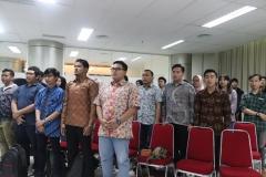 Menyanyikan lagu Kebangsaan Indonesia Raya (2)