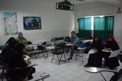 para mahasiswa yang mengikuti debat bahasa inggris