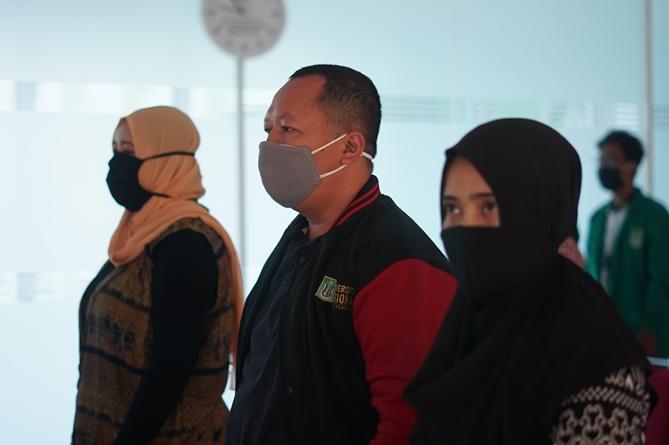Tim juri saat menyanyikan Indonesia Raya pada kegiatan  seleksi KDMI 2020
