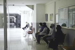 Calon penerima KIP saat mengantri untuk melakukan wawancara di tahap akhir