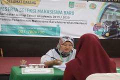 Ibu-Winarsih-wawancarai-calon-mahasiswa-baru