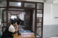 Suasana-pintu-masuk-ruang-uji-tes-urine-calon-mahasiswa-baru