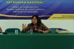Dr. Silvie Meiliana M. Hum saat presentasi