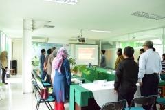 Menyanyikan Lagu Indonesia Raya Sebelum Presentasi