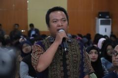 peserta seminar saat sesi tanya jawab (1)