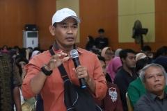 peserta seminar saat sesi tanya jawab