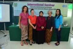 Foto bersama setelah seminar seluruh narasumber