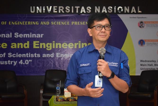 Prof. Dr. Djarot dari Badan Tenaga Nuklir Nasional saat memberikan materi