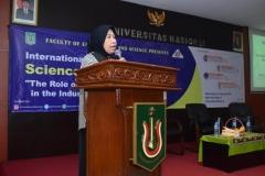 Wakil Rektor Bidang Penelitian dan Pengabdian pada Masyarakat (Prof. Dr. Ernawati Sinaga, M.S., Apt.) Saat Memberikan Materi Pembuka