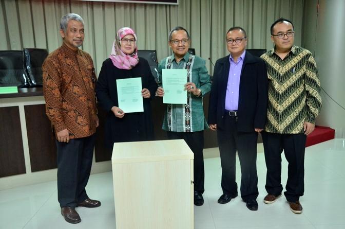 Foto bersama setelah penandatanganan MOU (2)