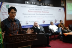 Associate Professor of Communication arts, Ramapo College of New Jersey, Amerika Serikat David C.OH. Ph.D memaparkan materi nya pada seminar internasional di Aula blok 1 Universitas Nasional, Rabu, 15 Mei 2019