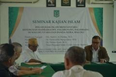 para narasumber dan tamu undangan sedang berdiskusi dalam seminar