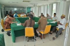 para peserta tamu undangan saat berdikusi dalam seminar kajian islam