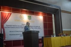 Bapak Rambe Kamarul Zaman selaku pimpinan dewan pengkajian MPR RI saat sedang memberikan sambutan dan membuka acara seminar