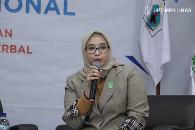 Moderator/ Dosen Fakultas Ilmu Kesehatan  Ns. Naziyah, S.Kep., M.Kep