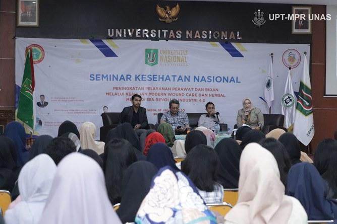 """Seminar Kesehatan Nasional dengan tema """"Peningkatan Pelayanan Perawat dan Bidan Melalui Keahlian Modern Wound Care dan Herbal Medik di Wra Revolusi Industri 4.0"""" di Auditorium blok 1 lantai 4 unas, Sabtu (18/1)"""