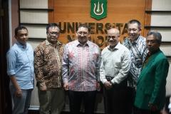 Foto bersama Faldi Zon ketua Umum DPN HKTI dan Rektor Universitas Nasional Dr.Drs. El Amry Bermawi Putera, M.A saat mengisi acara Seminar Nasional Kewirausahaan Nasional ISMPI di Universitas Nasional Jakarta (10/7).