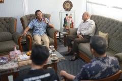 Diterima oleh Rektor Universitas Nasional Dr.Drs. El Amry Bermawi Putera, M.A  (kanan) Sadiago Uno menjelaskan kegiatan yang dilakukan setelah masa Pilpres di Universitas Nasional Jakarta (10/7).