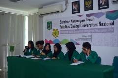 Para Mahasiswa yang sedang memaparkan proposal penelitiannya 2