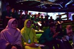 dosen dan mahasiswa teknik UNAS sedang mengikuti seminar