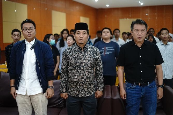 (Kiri-kanan) Tim BPN Prabowo-Sandi Kawendra, Pengamat Politik & Direktur  Lingkar Madani Ray Rangkuti, Kepala Biro Administrasi Umum Drs. Ian Zulfikar, M.Si