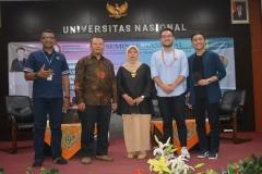 foto bersama para dosen Ilmu Komunikasi dengan para pembicara