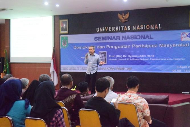 Pembicara sedang memberikan materi (2)