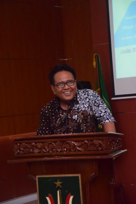 Wakil Rektor Bidang Administrasi Umum, Keuangan, dan SDM (Dr. Drs. Eko Sugiyanto, M.Si)