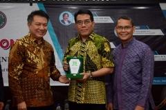 (Kiri-kanan) Kepala Biro Administrasi Umum Drs. Ian Zulfikar, M.Si, Perwakilan Kementerian Koperasi dan UKM Republik Indonesia, Kepala UPT Wirausaha Mandiri Drs. Suadi Sapta Putra, M.Si.M.