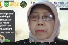 Ketua Departemen Gizi, FEMA Institut Pertanian Bogor, Prof. Dr, Ir. Sri Anna Marliyati, M.Si. sedang memaparkan materinya dalam Seminar Nasional Episode ke 138 Fakultas Pertanian Unas dengan Ditjen Tanaman Pangan dan Propaktani