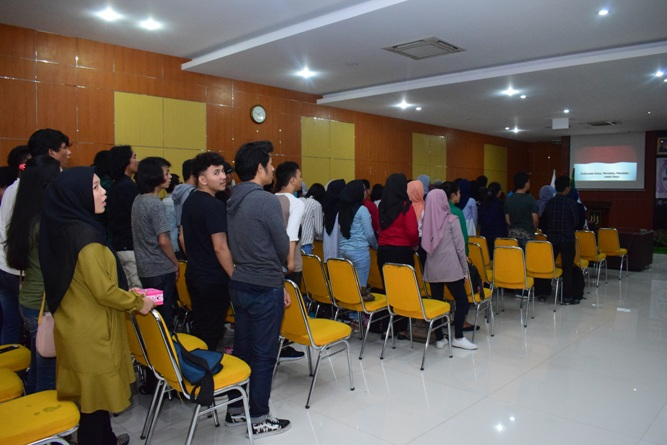 Seminar Nasional Internet of Things-Smarter Way To Live in Education (3)