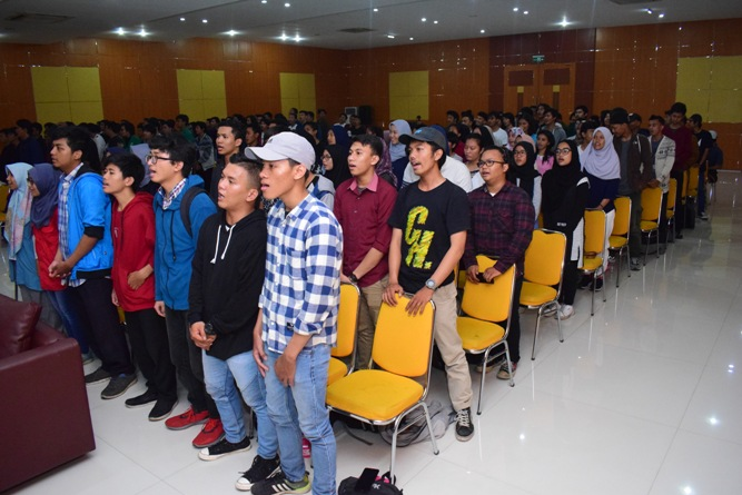 Seminar Nasional Internet of Things-Smarter Way To Live in Education (5)