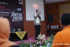 Pemaparan materi oleh Prof. Ir. Teddy Mantoro, M.Sc., Ph.D., SMIEEE dari Universitas Sampoerna