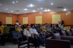 para dosen, tamu undangan, dan mahasiswa dalam seminar nasional FTKI