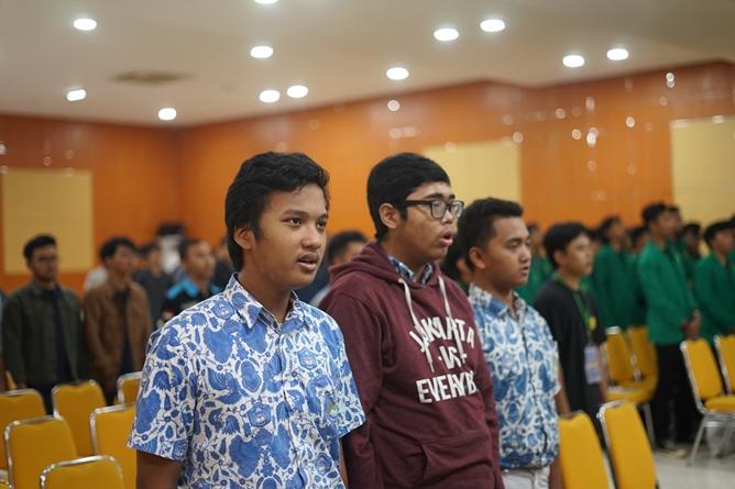 """Siswa SMA mengikuti acara Seminar Nasional """"Peran Engineer Dalam Menghadapi Peluang dan Tantangan di Industri 4.0"""" di Auditorium Blok 1 lantai 4 UNAS, Kamis (18/7) yang digelar oleh himpunan mahasiswa mesin UNAS"""